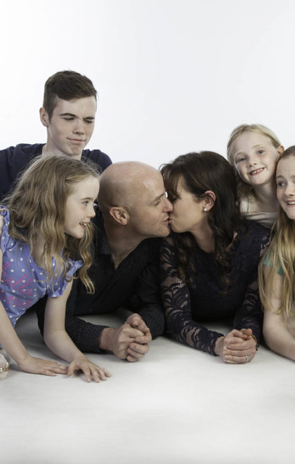 family photographer and kisses